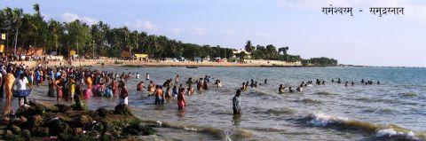 रामेश्वरम् - पूर्वी समुद्रतट पर समुद्रस्नान